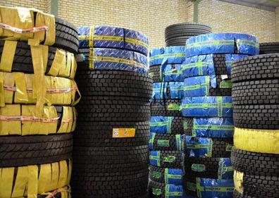 کشف ۲ انبار لاستیک خودرو در اصفهان